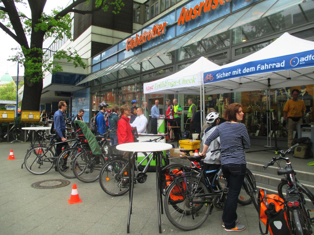 ADFC-Services auch für Firmen und Institutionen: Fahrradchecks mit Sofortreparatur, Beratung und Training – (c) ADFC Berlin